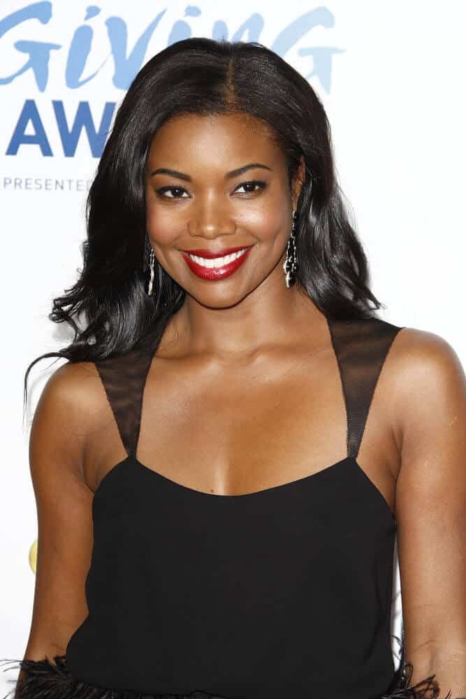 It is a common knowledge that flowy waves give this romantic and elegant vibe.  This aura is effectively achieved by Gabrielle Union during the 2011 American Giving Awards where she attended with her black waves, confidently flaunted.