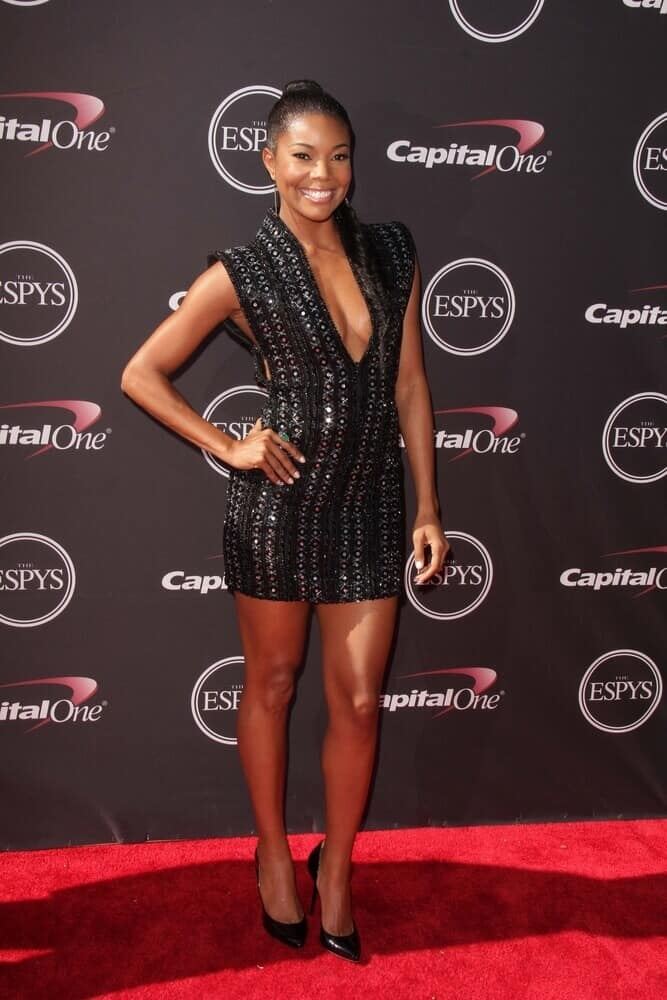 During the 2013 ESPY Awards, Gabrielle Union attended with her straight hair arranged into a neat and tight, sleek ponytail.