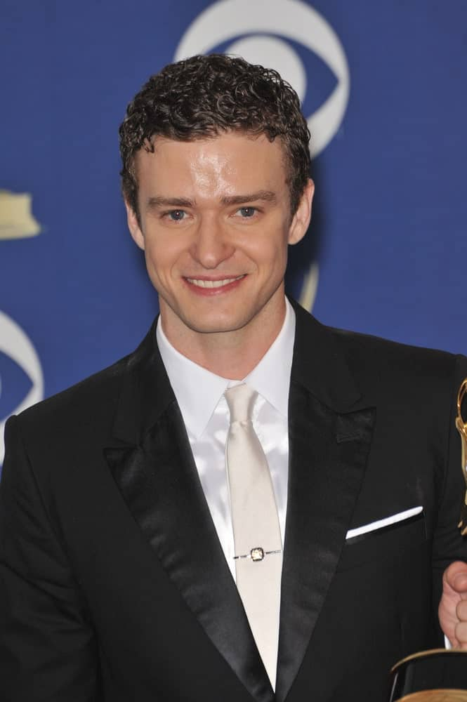 The actor attended the 61st Primetime Emmy Awards last September 20, 2009, with a wet look to his short dark curls to match the clean-shave look.