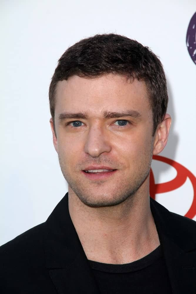 Justin Timberlake kept it simple and relaxed with his casual haircut and black on black fashion worn at the 2011 Environmental Media Awards.