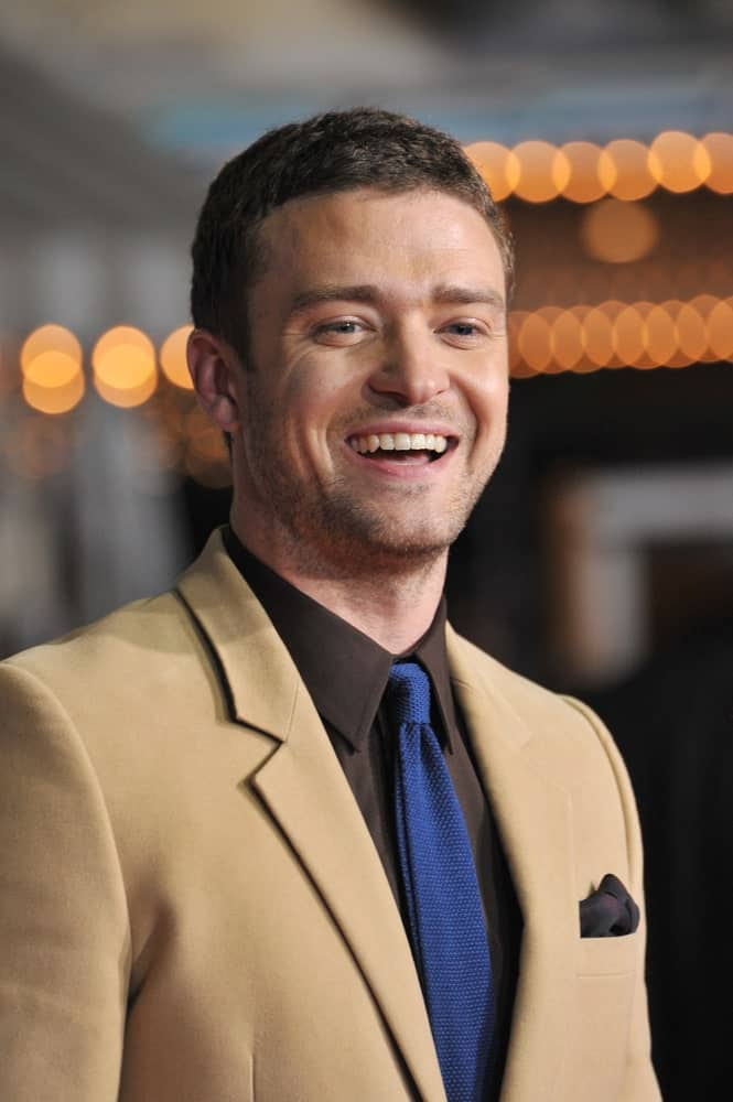 The actor is sporting a charming smile that complements his short tamed hair and five o'clock shadow. This photo was taken last October 20, 2011, during the LA premiere of his movie