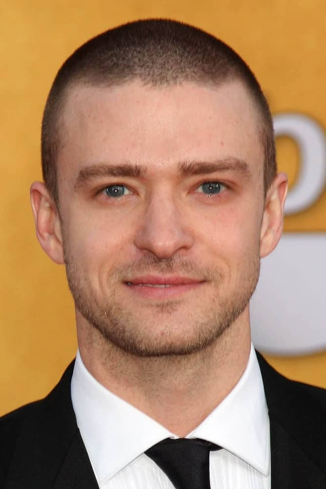 Justine Timberlake was seen at the 2011 Screen Actors Guild Awards sporting an edgy buzz-cut hair and a short trimmed beard for a neat aesthetic.