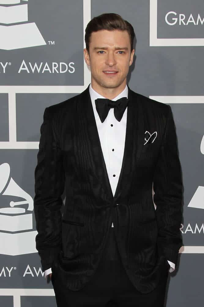 The actor looked so classy and fancy at the 55th Annual Grammy Awards last February 10, 2013. He wore his detailed suit with a polished pompadour.