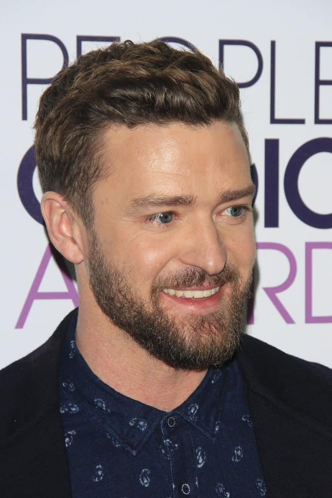 Mr. Timberlake attended the People's Choice Awards 2017 with his hair tossed up a bit for a little carefree look to match his casual wear.