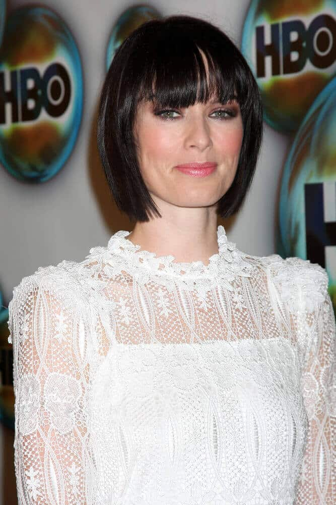During the HBO Golden Globe Party 2012, Lena Headey surprised everyone with this straight bob cut with bangs. This one is a typical style but knowing the actress' iconic tousled and wavy look, it is really something new and unique for her.