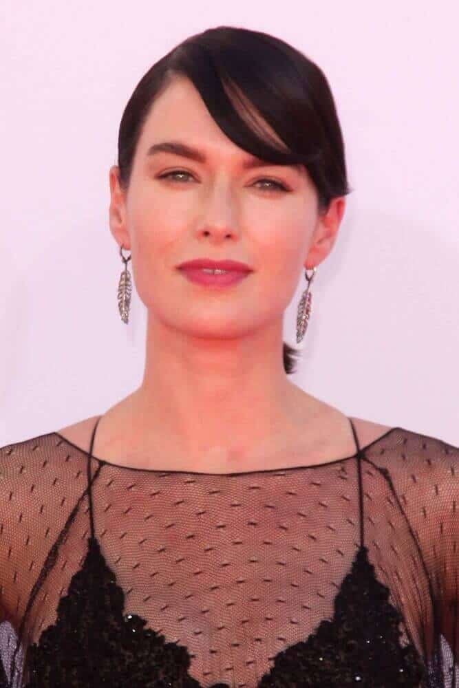 During the 2012 Primetime Emmy Awards, Lena Headey showcased her fancy aura with her straightened hair  arranged into a fancy updo, incorporated with side bangs.