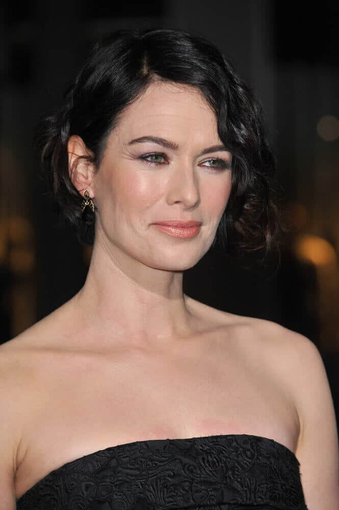 Last March 4, 2014, Lena Headey wore a curly updo oozing with elegance and charm at the premiere of her movie '300: Rise of an Empire'.