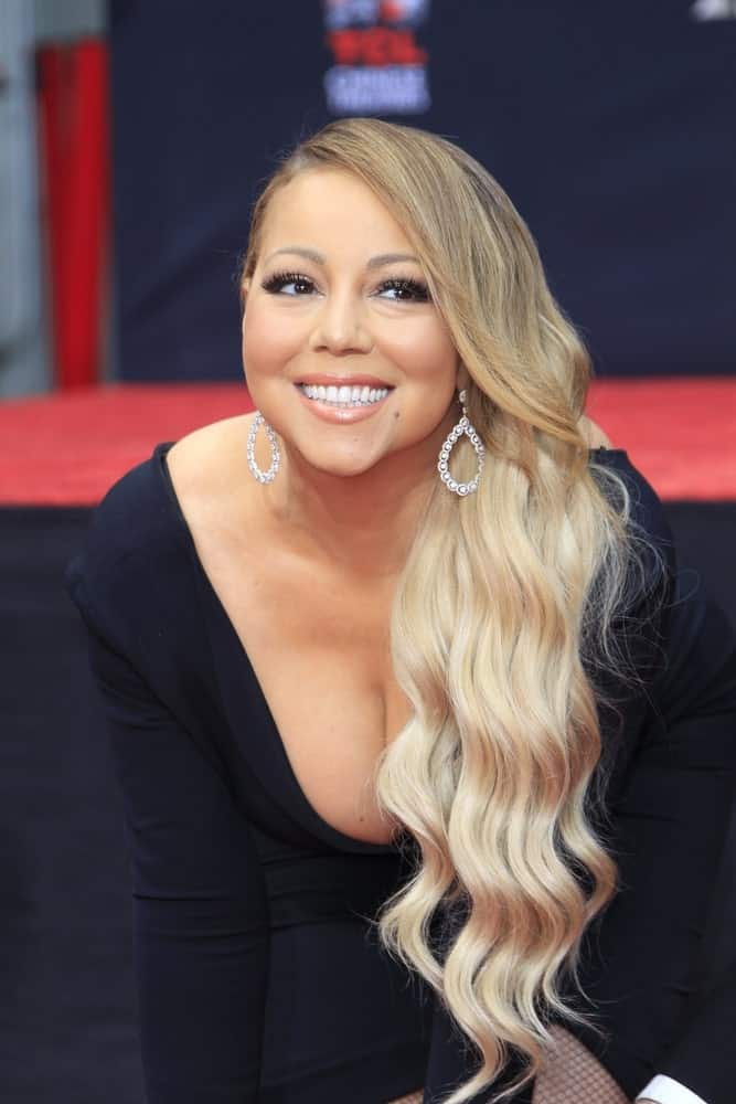 Mariah Carey had her long ombre beach waves swept to one side perfectly complemented by her diamond earrings during her Hand and Footprint Ceremony at the TCL Chinese Theater IMAX last November 1, 2017.