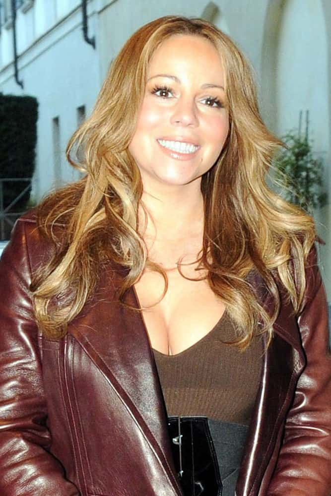 Mariah Carey showcased her fresh smile and her long waves tousled and toned to complement the red leather jacket. This photo was taken last January 22, 2018 at Milan, Italy.