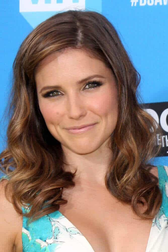 Sophia Bush looked incredibly charming with her mid-length curls.