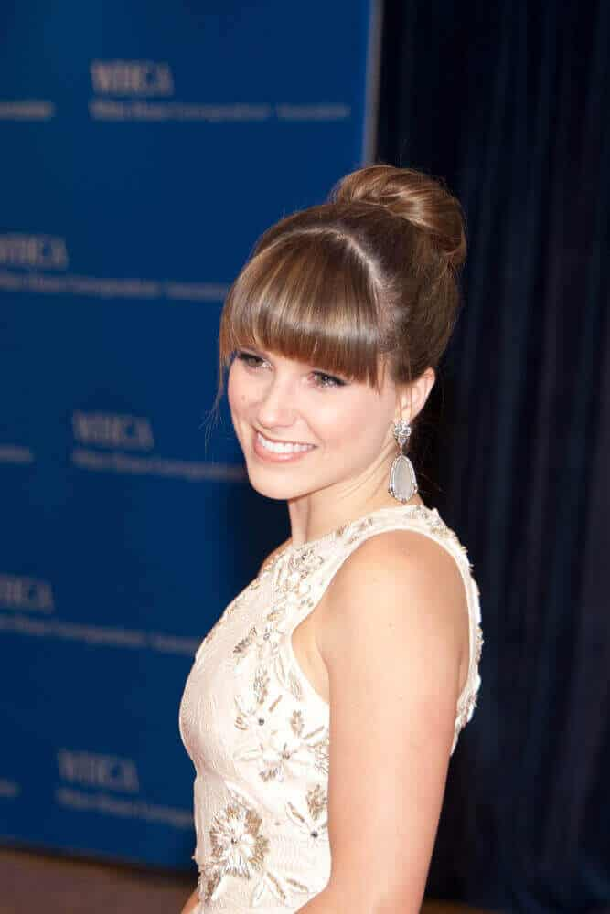 Sophia Bush looking like a charming princess with her gorgeous upstyle incorporated with straight bangs. This look was worn at the White House Correspondents Dinner held last April 27, 2013.
