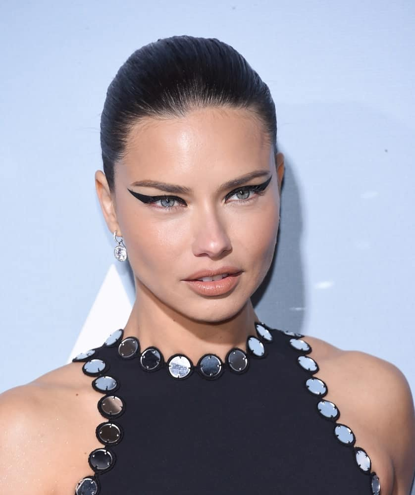 Adriana Lima was wearing her beautiful dress confidently. Her slicked-back hair and black eye make-up makes her eyes stand out for the UCLA Hollywood for Science Gala on February 21, 2019 in Los Angeles.