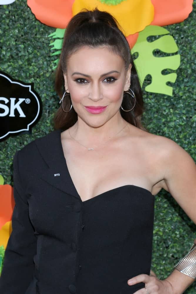 Alyssa Milano wore a black one-shoulder dress paired with hoop earrings at the Lifetime TV Summer Luau last May 20, 2019. She finished the look with a sleek half updo along with pink lipstick.