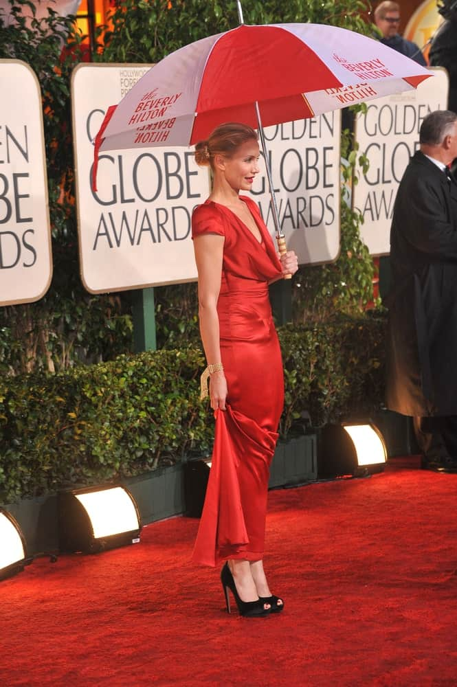 Last January 17, 2010, Cameron Diaz was at the 67th Golden Globe Awards at the Beverly Hilton Hotel. Despite the rain, she wowed in her long red dress and bun hairstyle with highlights.