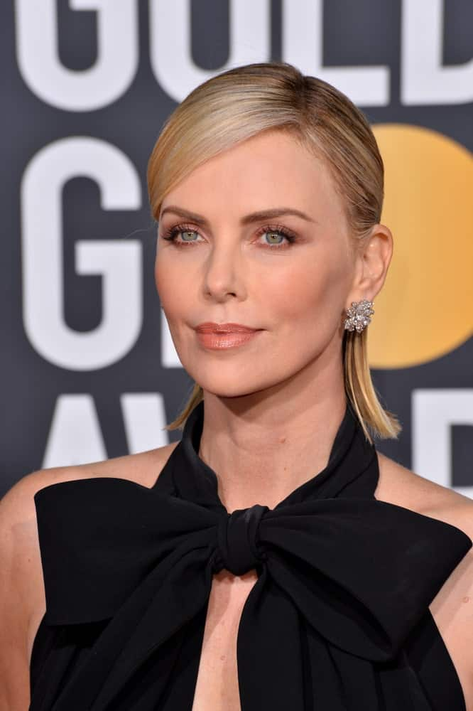 Charlize Theron was spotted at the 2019 Golden Globe Awards last January 6, 2019, in a black halter dress and a sleek half-up hairstyle with neat side bangs.