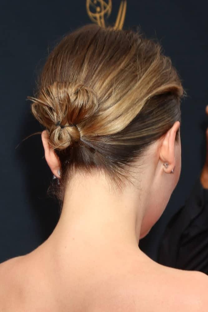 Back profile of Emilia Clarke at the 2016 Primetime Emmy Awards.