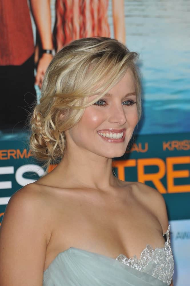 "Kristen Bell with her blonde locks arranged into a glamorous braided updo during the American premiere of her new movie ""Couples Retreat"" held on October 5, 2009."