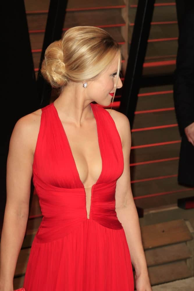 Kristen Bell shows off the side profile of her classic bun with tendrils during the 2014 Vanity Fair Oscar Party at the Sunset Boulevard on March 2, 2014.