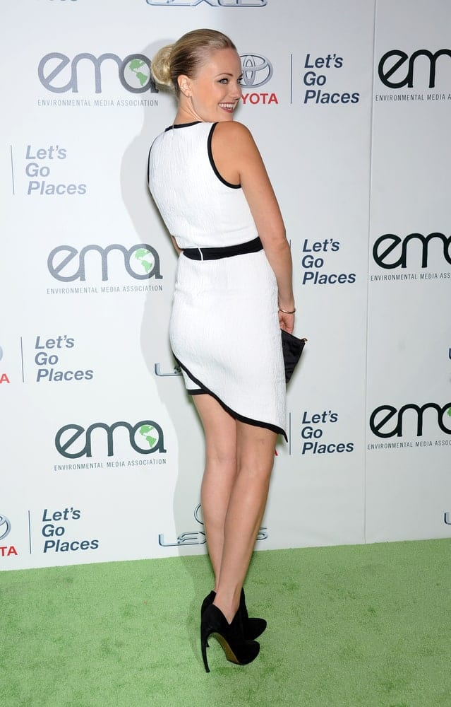 Malin Akerman attended the Environmental Media Awards last October 19, 2013 in Burbank. She showcased her elegant and slick bun hairstyle and her white sexy dress complemented by beautiful black shoes.