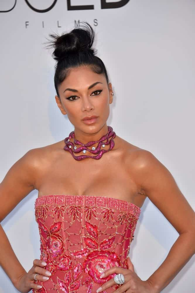 The gorgeous TV personality wore a neat high bun hairstyle flaunting a pink collar necklace that complements her floral tube dress. This was taken at the 25th amfAR Gala Cannes event last May 17, 2018.