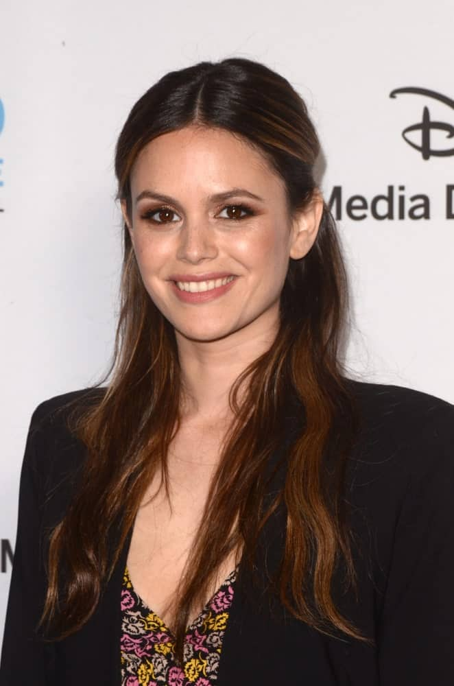 On May 20, 2018, Rachel Bilson arrived at the Disney ABC International Upfront with a sweet smile showcasing a half-updo hairstyle with her wavy auburn tresses.