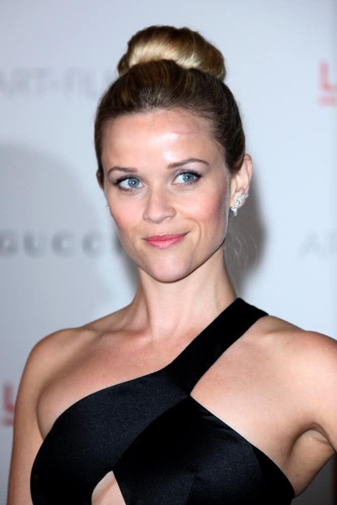 Reese Witherspoon was at the LACMA Art + Film Gala at LA County Museum of Art on November 5, 2011, in Los Angeles, CA. Her Stunning black dress paired quite well with her neat and slick top knot bun hairstyle.