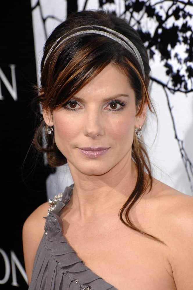 """Sandra Bullock was at the world premiere of """"Premonition"""" at the Cinerama Dome in Hollywood last March 13, 2007. Her sexy gray dress went quite well with her messy half-up bun with a hairband."""