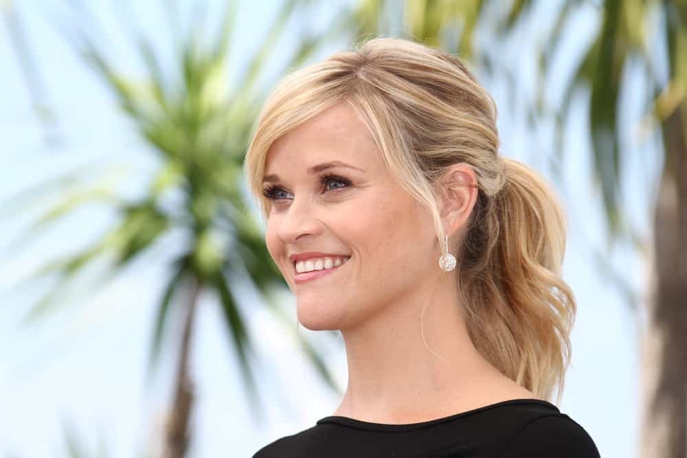 Reese Witherspoon with long blond hair pony tail