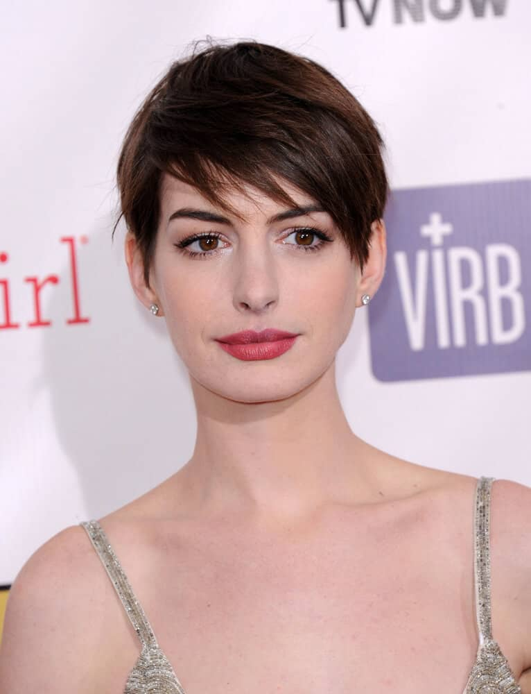Anne Hathaway looking gorgeous with her pixie cut.