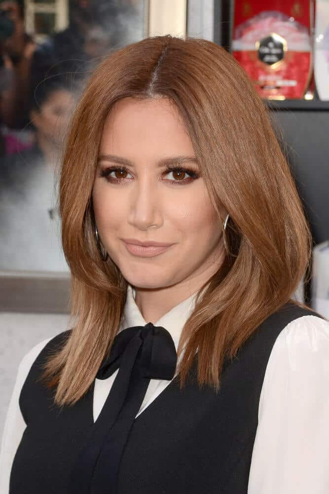 Here's Jennifer Lopez with long, straight light brown hair with a middle part. No bangs.