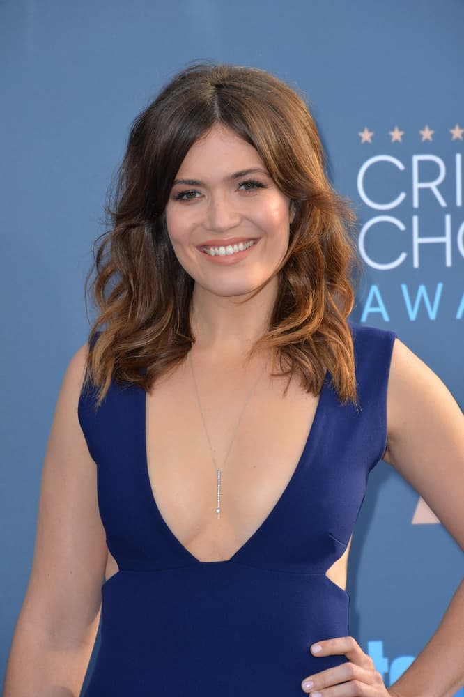 Mandy Moore with mid-length waves.