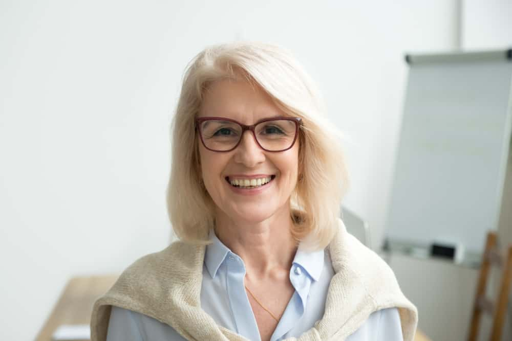 35 Hairstyles For Women Over 50 With Glasses Photos