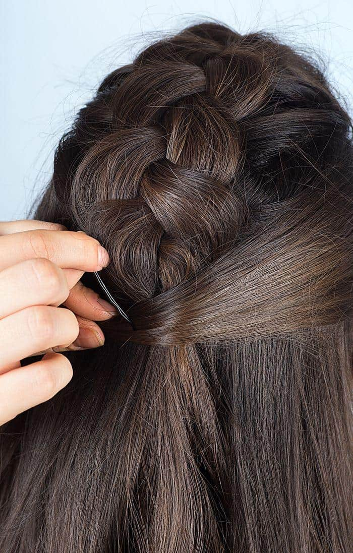 Step 4: Wrap the loose strand from the right side of the braid around the hair tie.