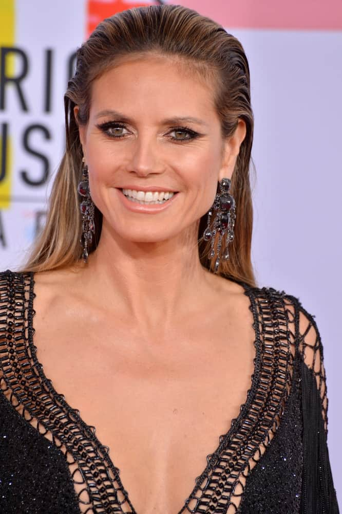 German model Heidi Klum rocks a slicked back top that perfectly goes with her blonde tresses. It was paired with a captivating dress completed with a pair of chandelier earrings.
