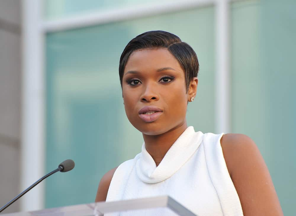 Jennifer Hudson short side-part hairstyle 2013