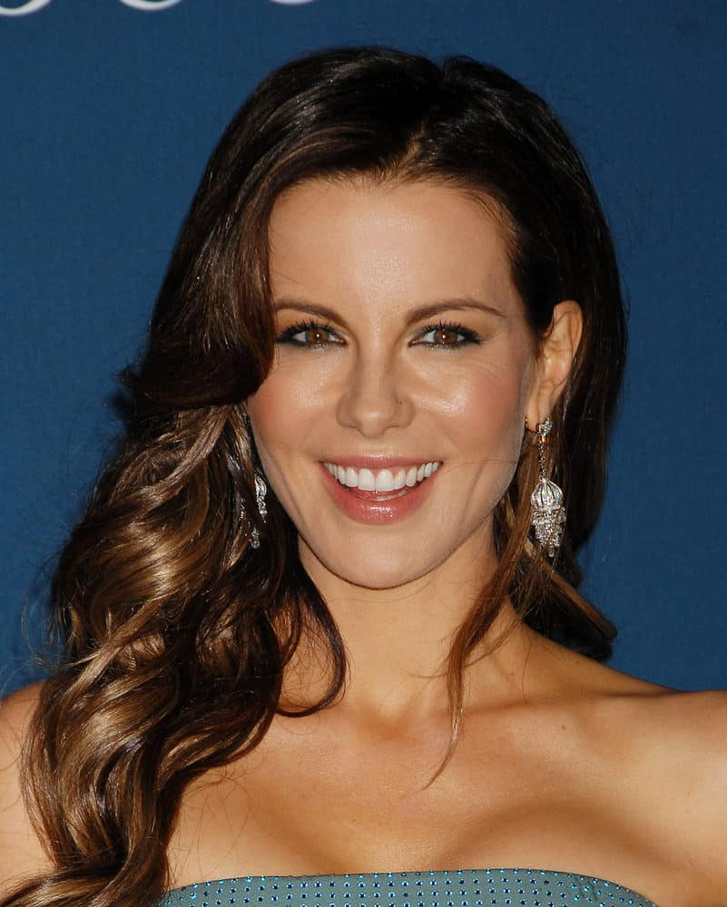 Kate Beckinsale with long wavy side-parted hairstyle arrives at the LACMA 2013 Art and Film Gala on November 2, 2013 in Los Angeles, CA