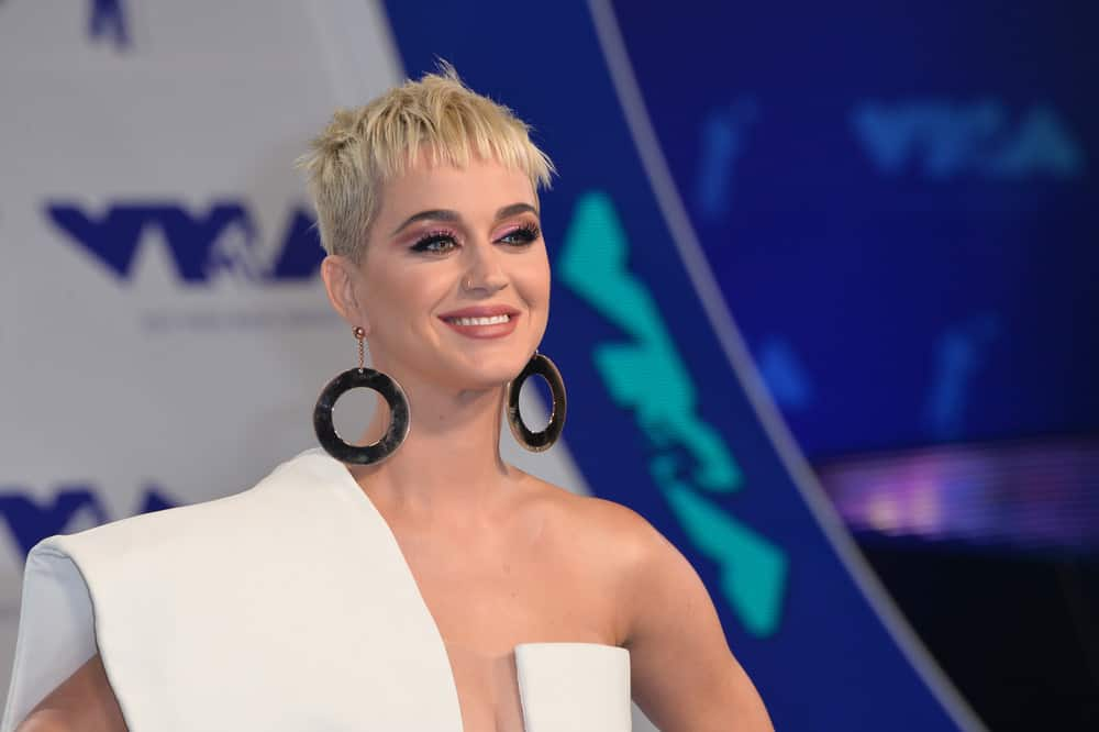 Katy Perry short blonde hairstyle