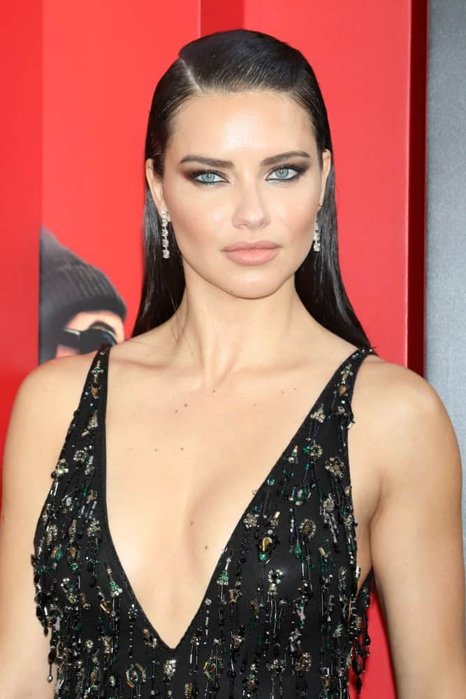 "The supermodel attended the premiere of ""Ocean's 8"" at Alice Tully Hall last June 5, 2018 in New York City wearing a detailed black dress and a slick, straight side-parted hairstyle paired with smoky eyes."