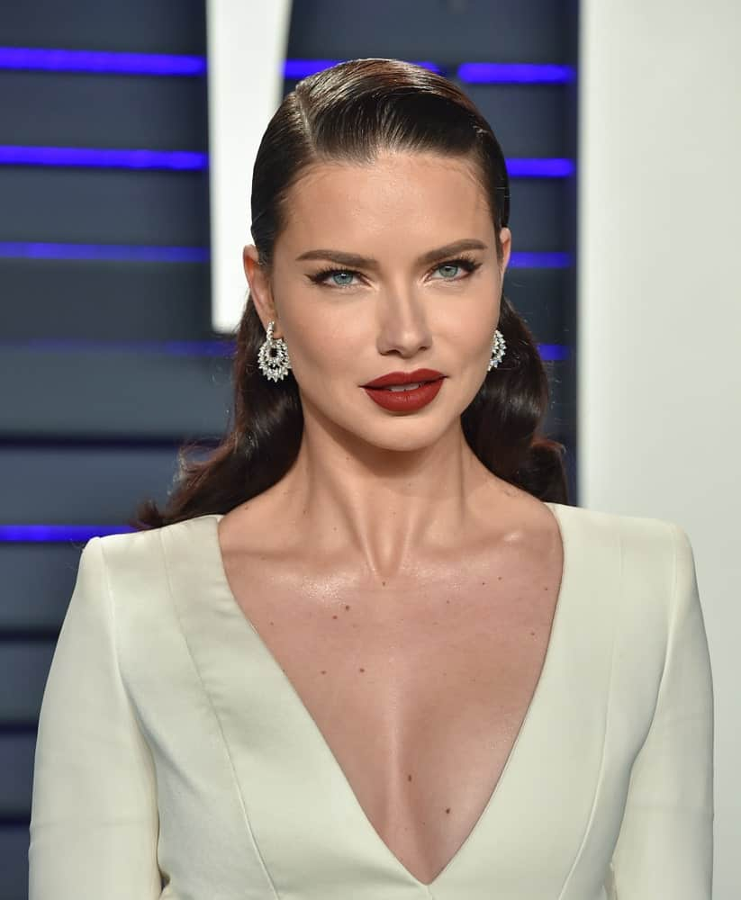 This model was at the Vanity Fair Oscar Party on February 24, 2019 in Beverly Hills with a classy hairstyle that is slicked back at the front and relaxed wavy at the back.