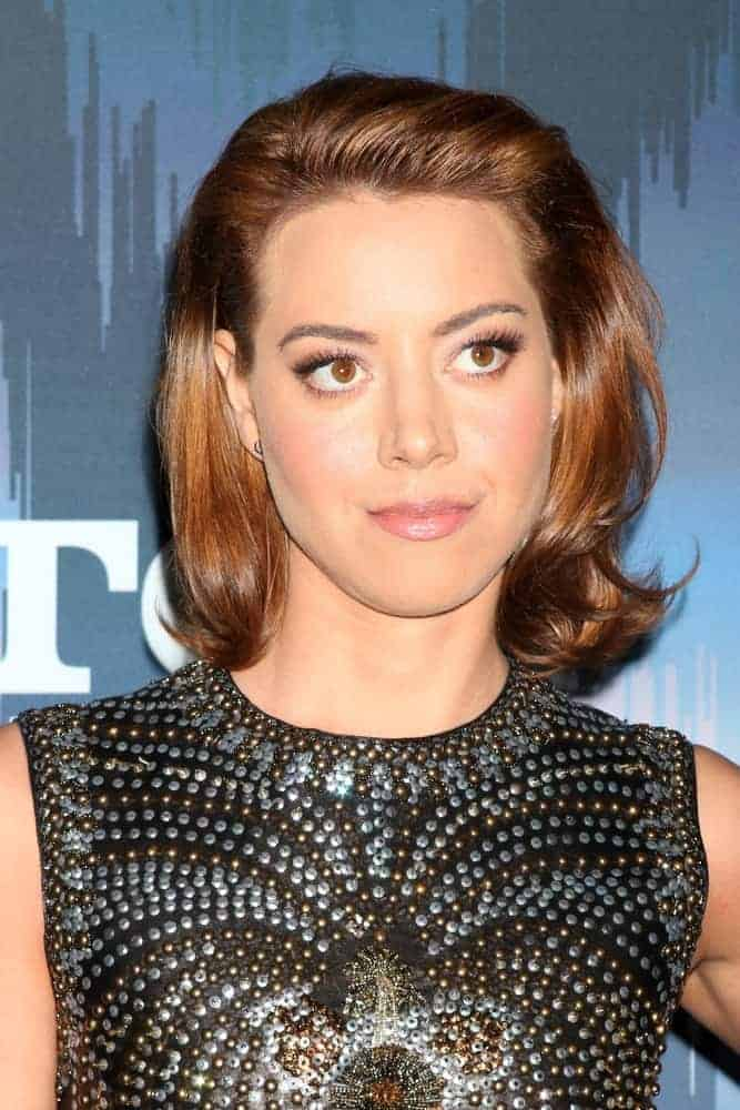 Aubrey Plaza attended the FOX TV TCA Winter 2017 All-Star Party at Langham Hotel on January 11, 2017, in Pasadena, CA. She was sexy in a black leather dress with her shoulder-length brushed-back brunette hairstyle with vintage curls.