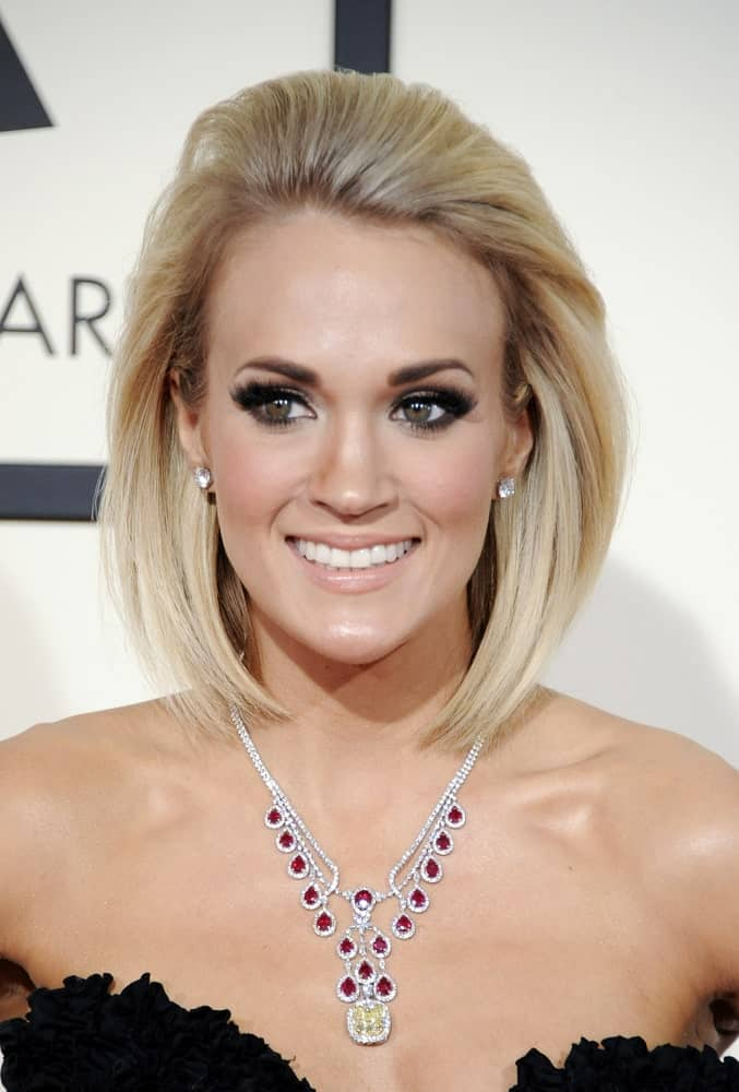 Carrie Underwood attended the 58th GRAMMY Awards at the Staples Center on February 15, 2016, in a short slicked hairstyle.