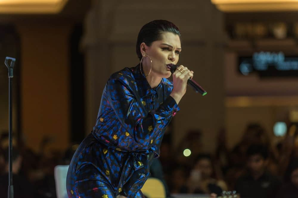 Jessie J. performed at the Dubai Shopping Festival Fashion Show in Mall Of The Emirates last 20th of January 2017. She rocked the stage with a colorful romper to match her stylish slicked-back pixie hair.