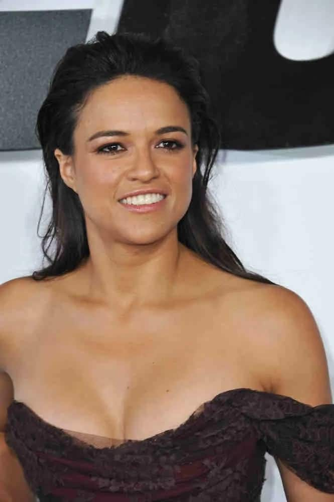 Michelle Rodriguez wowed in an off-shoulder maxi dress that really highlights her wonderful curves while her long raven hairin a slicked back textured wet-look was a perfect complement to her gorgeous look at the world premiere of her movie