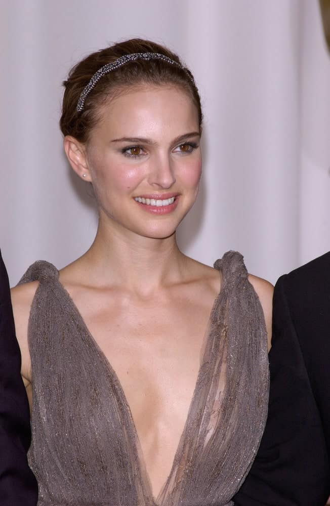 Natalie Portman was at the 77th Annual Academy Awards at the Kodak Theatre, Hollywood, CA on February 27, 2005, in Los Angeles, CA. She wore an elegant silvery dress that she paired with her headband that adorns her bun hairstyle.