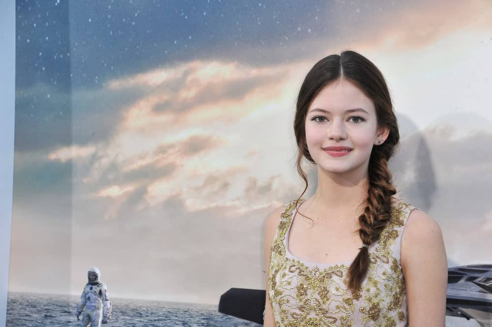 "The young Mackenzie Foy arrived at the premier of her movie ""Interstellar"" rocking her beautiful waist-length hair with a fishtail braid. Although, Foy was just 14 at the time, this elegant mermaid-style hairdo looks great on brunette women much older than her."