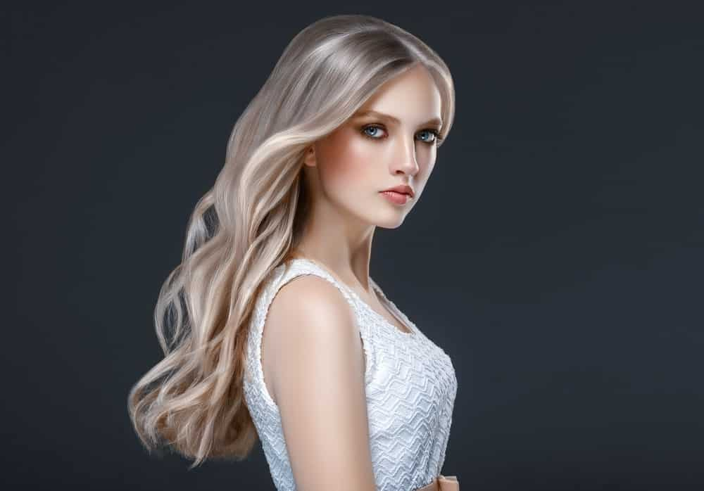 Since balayage comprises of multiple hues, one of the best ways to make the most of it is curl your hair. The multiple hues of blond and brunette shades and a curling effect will make your hair look fuller and more elegant.