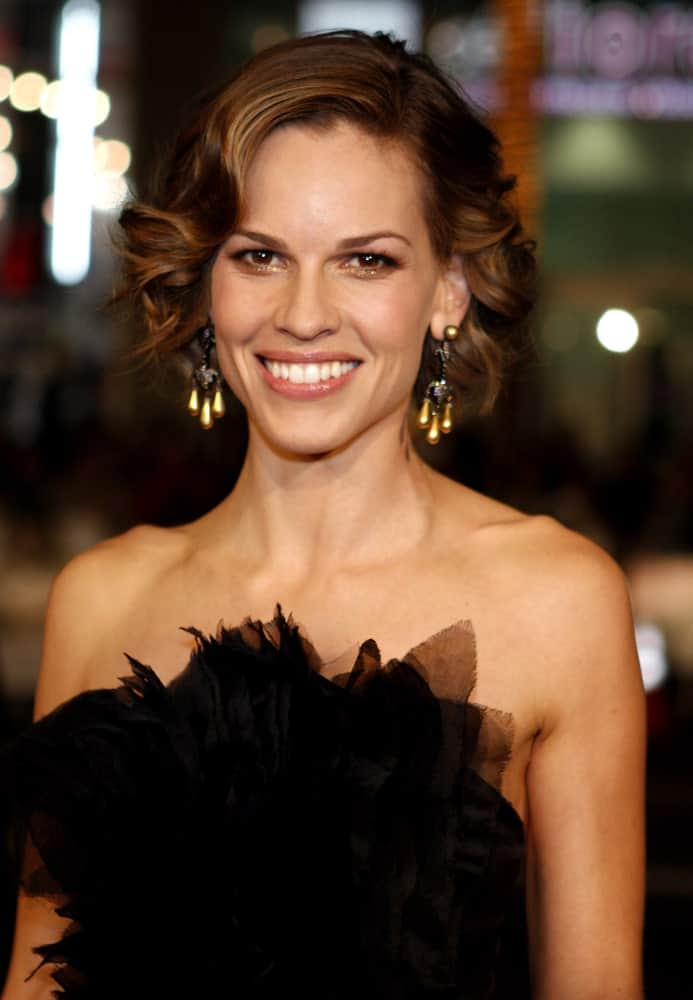 "Hilary Swank's short curls look like a dream. The actress styled her hair in elaborate curls and gave them a hint of gold for the premiere of her movie ""P.s. I Love You."""
