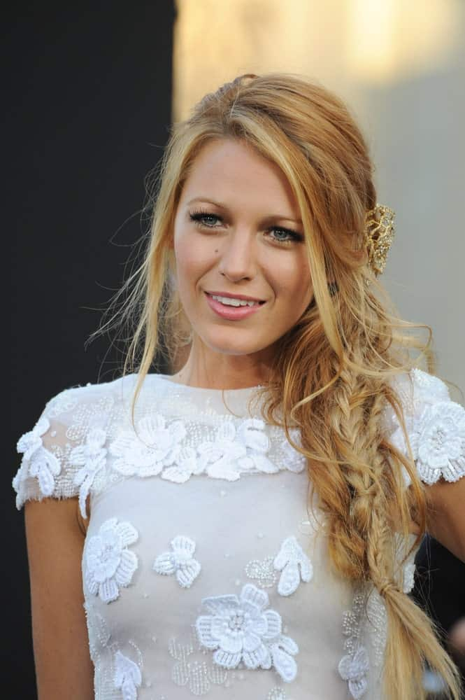 The messier your mermaid braid is, the better it looks. Blake Lively has teased almost half her hair out of the braid and the top part of her hair remains loose and casual. You can pull this mermaid braid for almost every occasion.