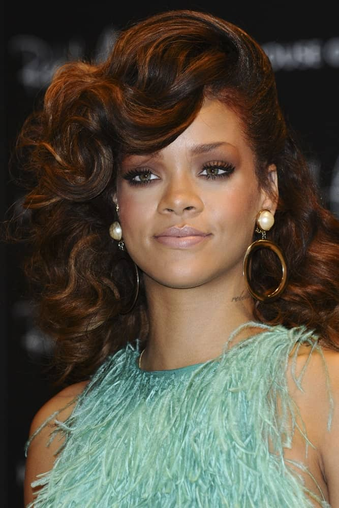 If you want your copper stands to have tons of volume, you can consider layering curls at the top of your head like singer Rihanna does here. It makes a very glamorous statement!
