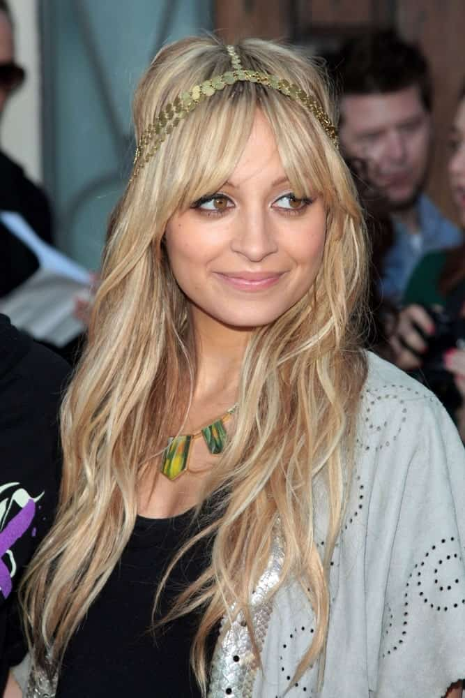Nicole rocked this beautiful bohemian hairdo in 2009, complete with a forehead band to hold up softly backcombed and pinning her hair at the crown.